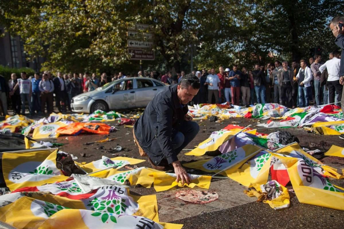 Ankara, il giorno dopo la strage si segue la pista dello Stato Islamico
