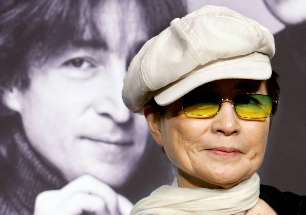 """Yoko Ono: """"John Lennon aveva pulsioni sessuali gay"""""""