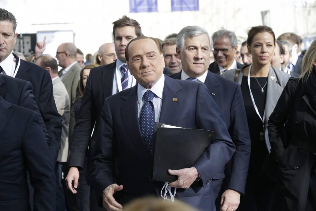 Silvio Berlusconi arriva all'apertura del secondo giorno del Congresso del Ppe a Madrid