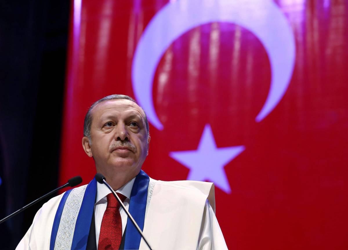 Lo stolto guarda il Califfo, il saggio la Turchia