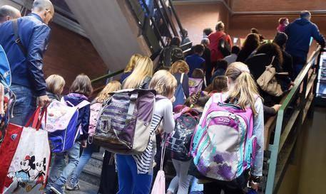 Professori ripresi durante le lezioni: ventidue gli alunni sospesi da scuola