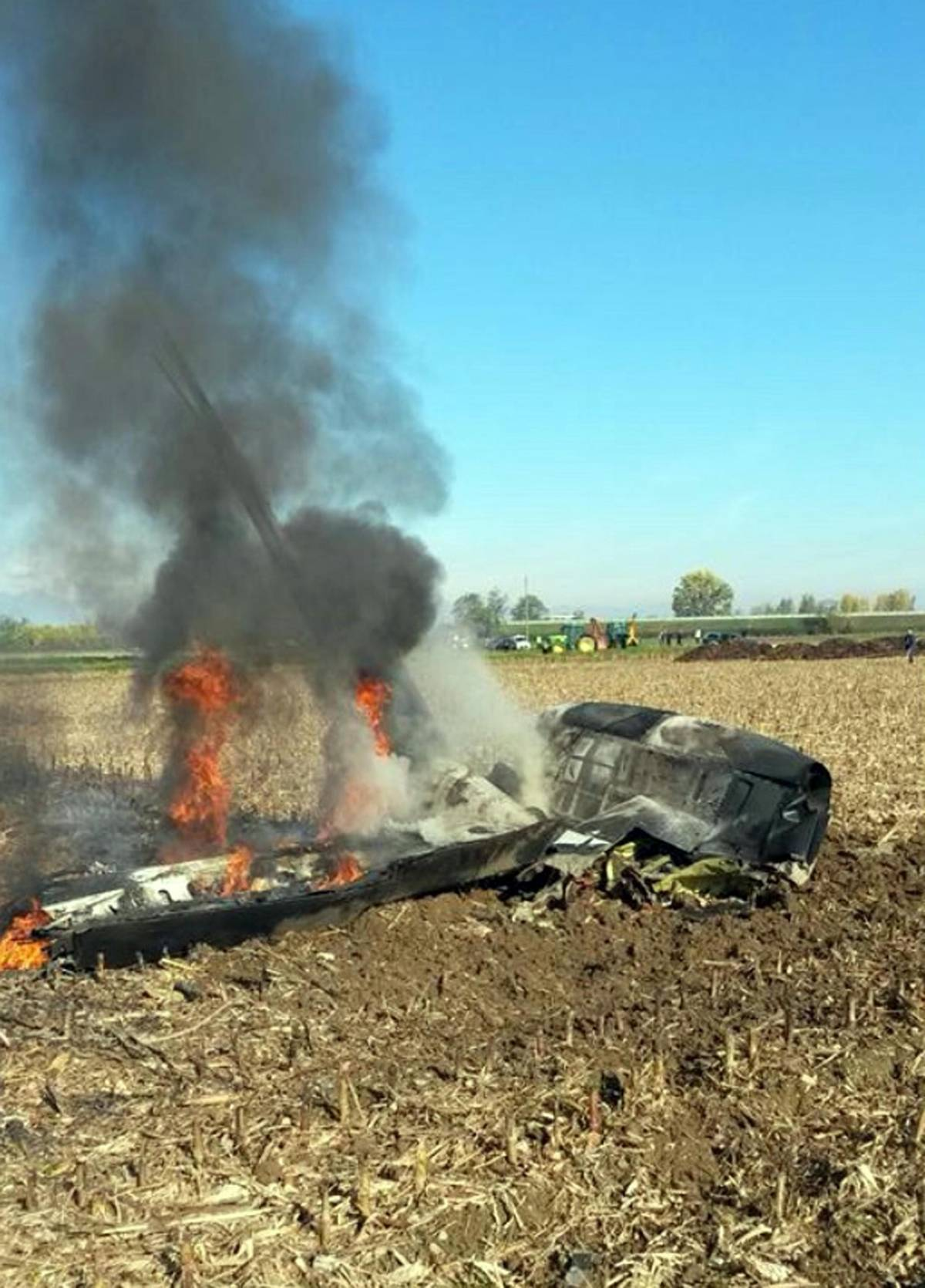 Vercelli, esplode aereo sperimentale: due morti carbonizzati