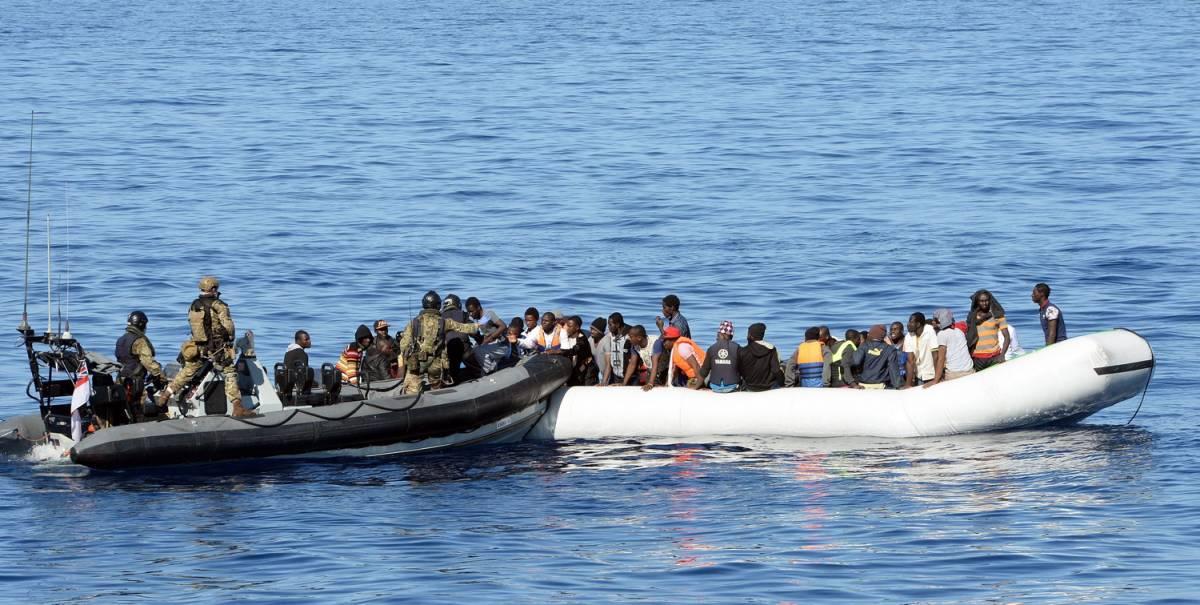 Grecia, per salvare i migranti padre getta via il figlio morto
