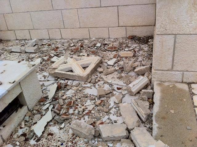 I libici sfregiano i morti italiani: devastato il cimitero di Tripoli