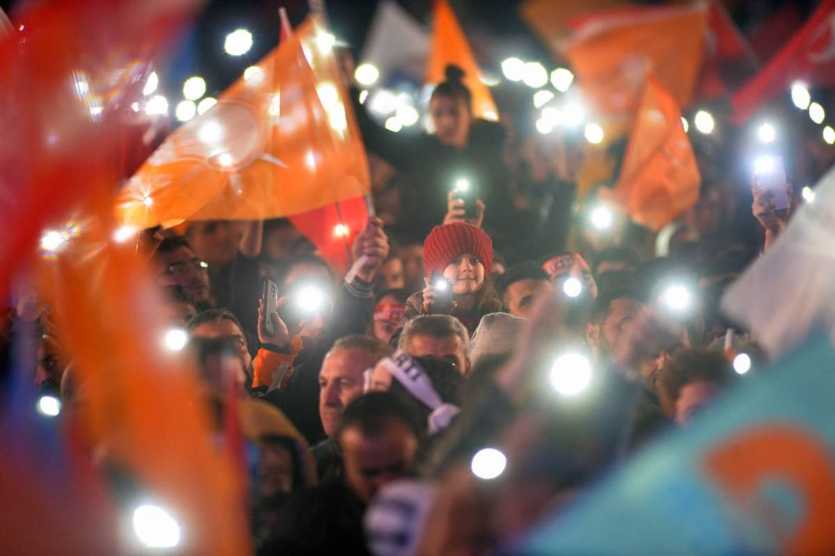 Turchia, festeggiamenti dopo la vittoria di Erdogan