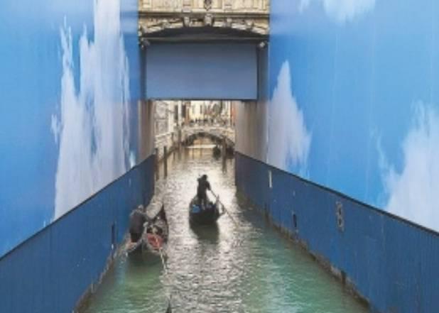 Gondole in un canale (Steve Mc Curry)