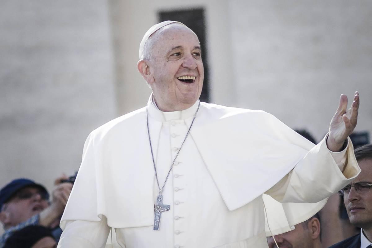 Firenze per ricevere Bergoglio sfratta i negozianti