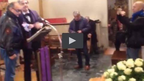 I funerali di Rina Cavallini: canta Morgan, Sgarbi si commuove