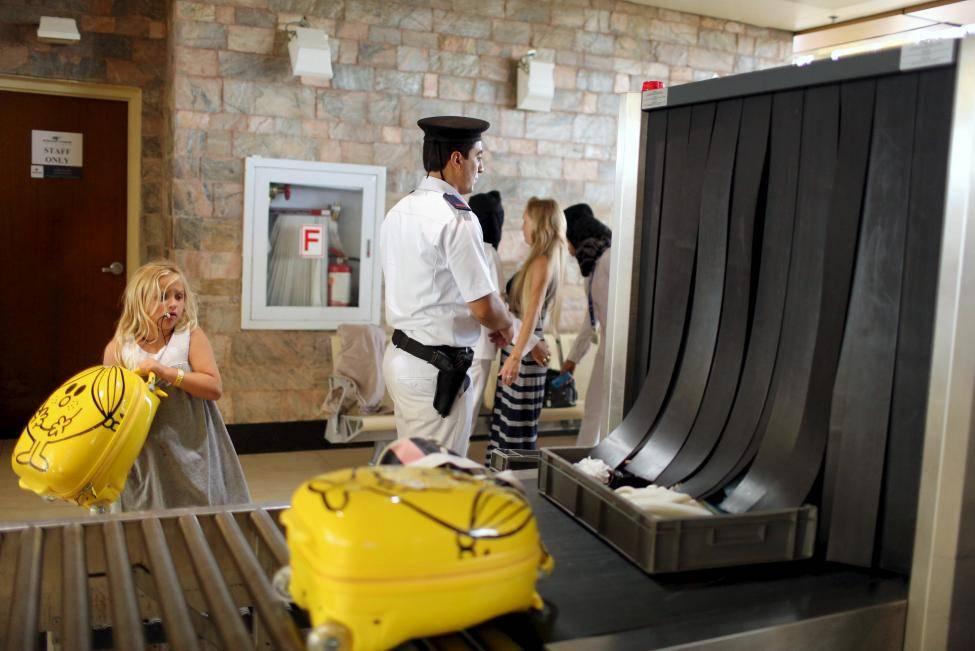 Controlli di sicurezza all'aeroporto egiziano di Sharm El Sheik