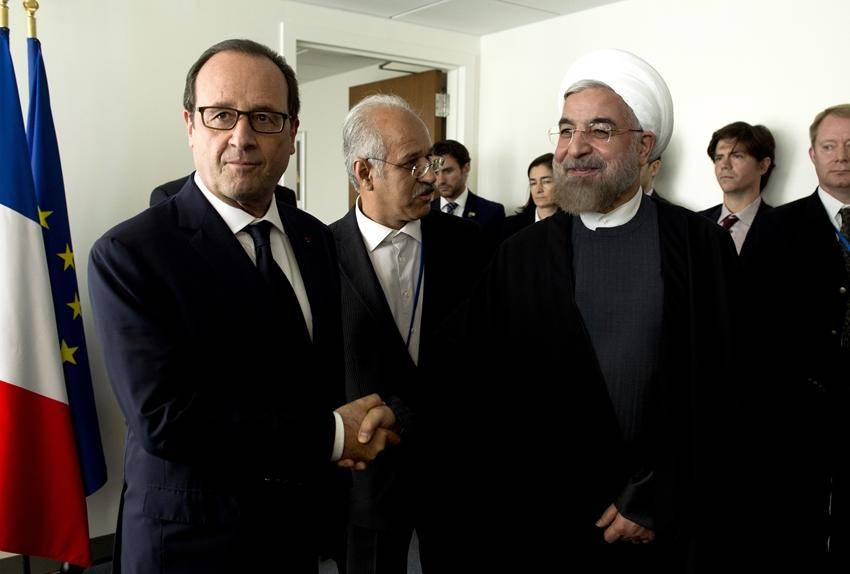 "Il presidente iraniano ""dà buca"" a Hollande: ""Niente vino a tavola"""