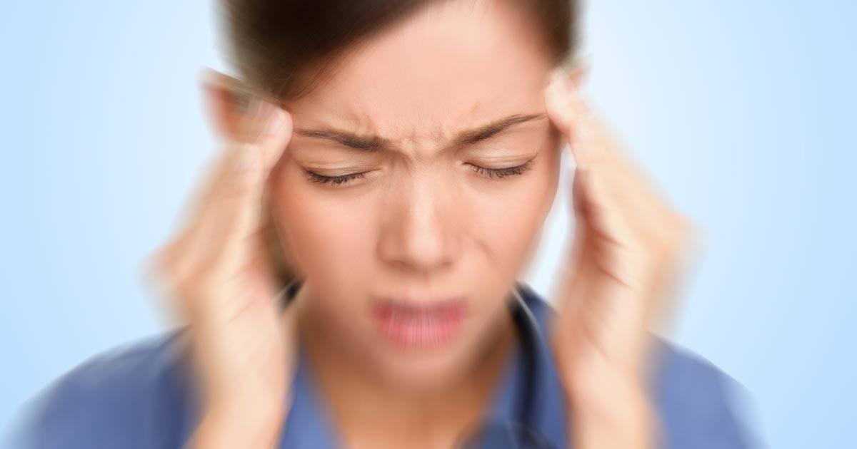 L'ultima moda per curare l'emicrania? Il piercing al trago