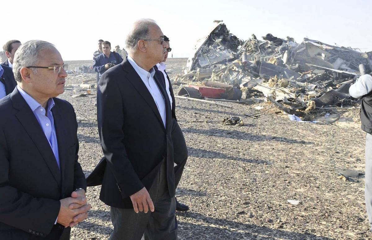 Il primo ministro Sherif Ismail con il ministro degli Esteri Hisham Zaazou