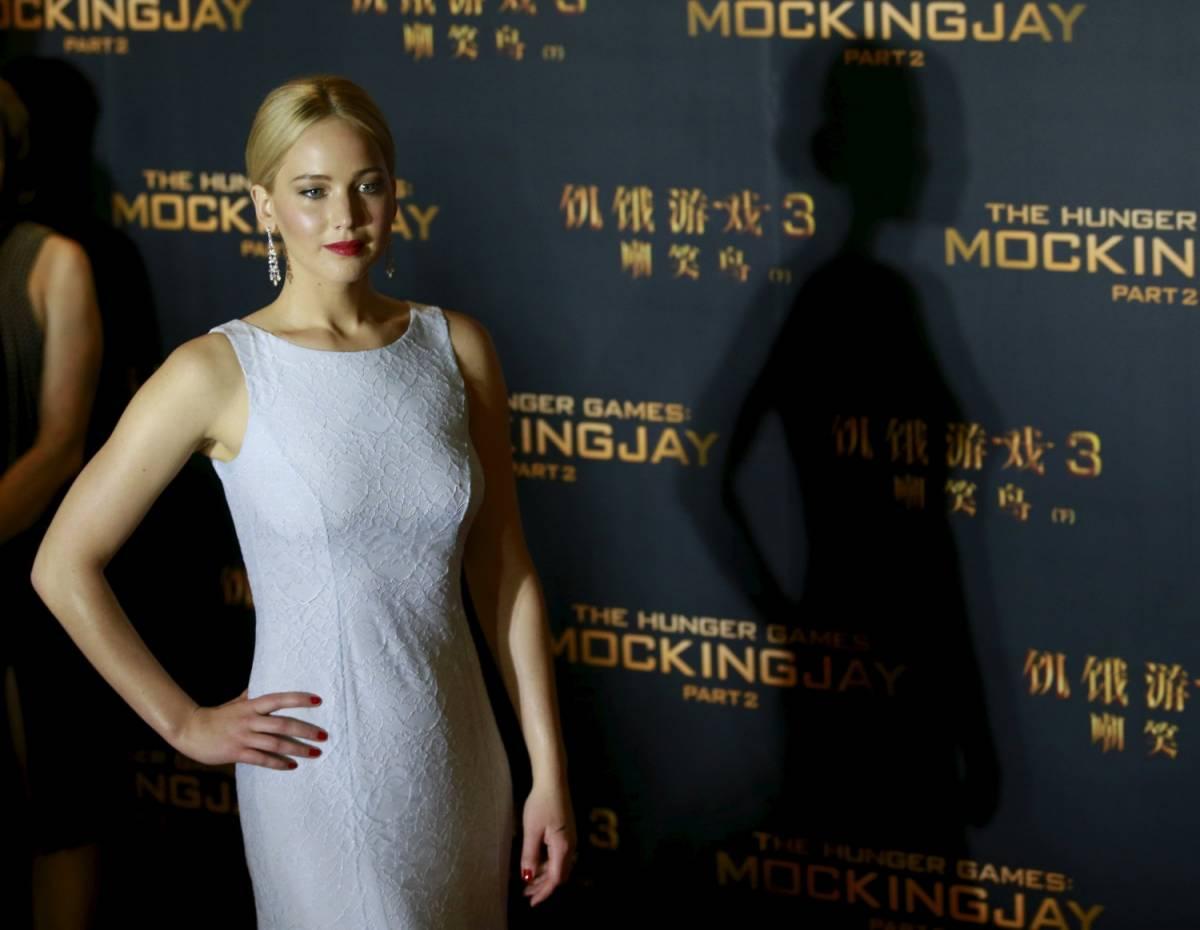 """Jennifer Lawrence: """"Prima mi rubano le foto nuda, ora sono sola"""""""