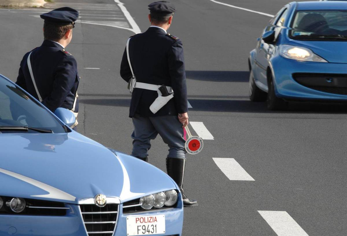 """""""La polizia senza mezzi: può usare un'auto su 10"""""""