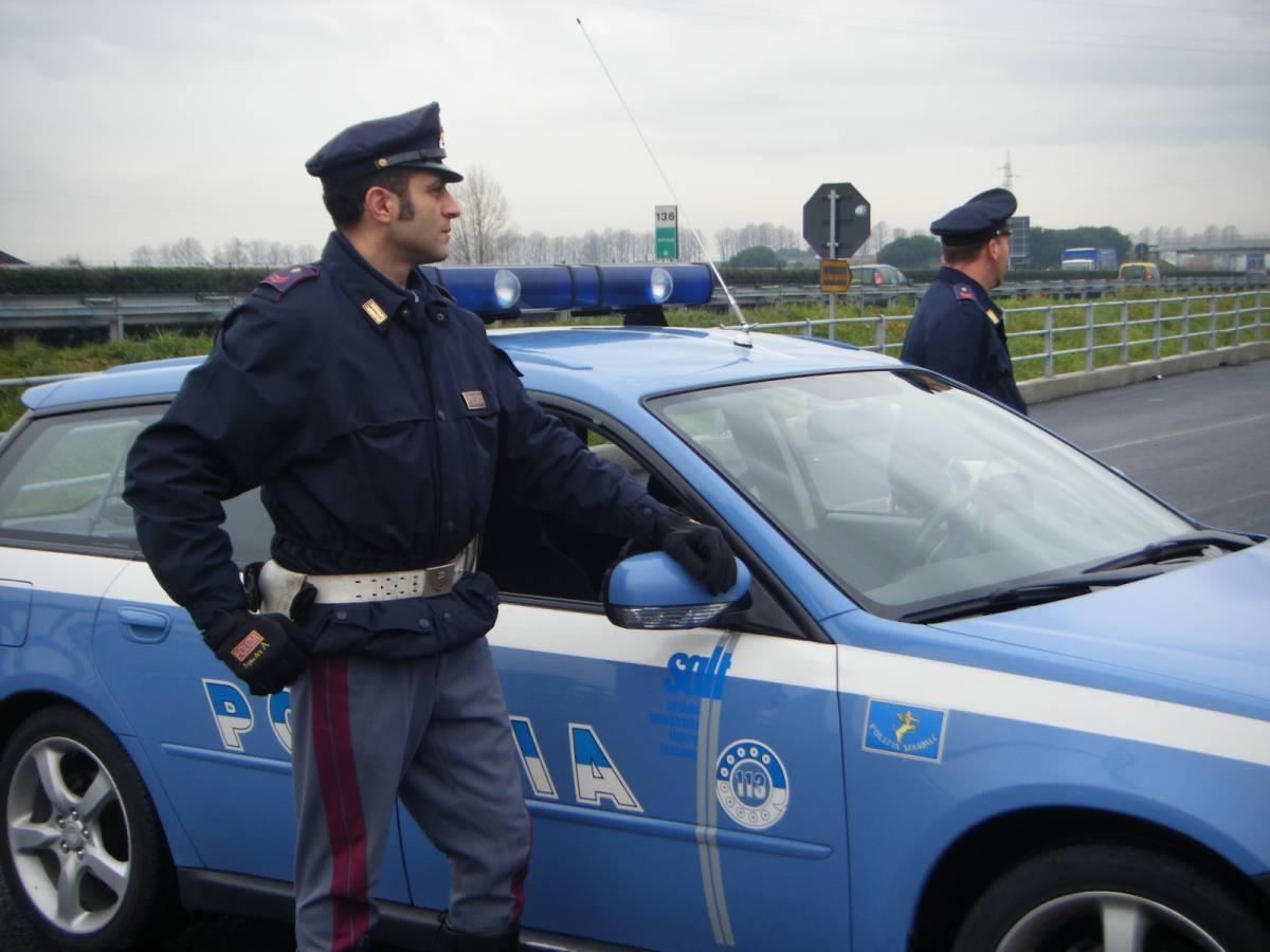 Parigi, la polizia italiana cerca una Seat nera