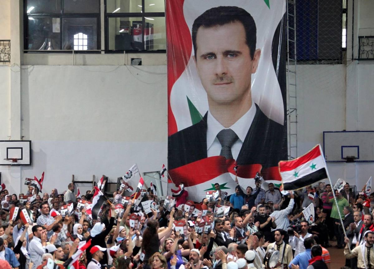 Una manifestazione in favore del regime nel quartiere di Mezzah a Damasco