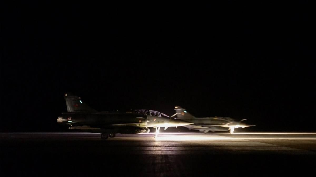 La Turchia concede il proprio spazio aereo alla Francia per colpire l'Isis