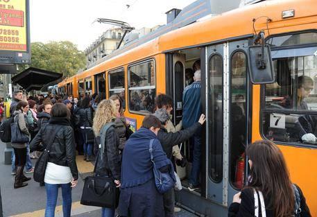 Bus gratis per i profughi: la Caritas paga le multe