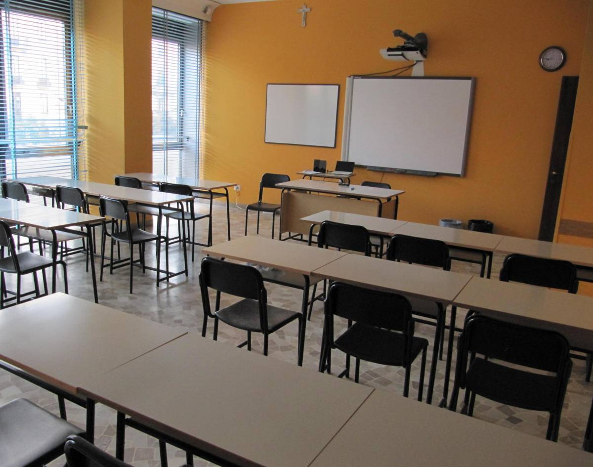 Varese, studentesse musulmane disertano il minuto di silenzio