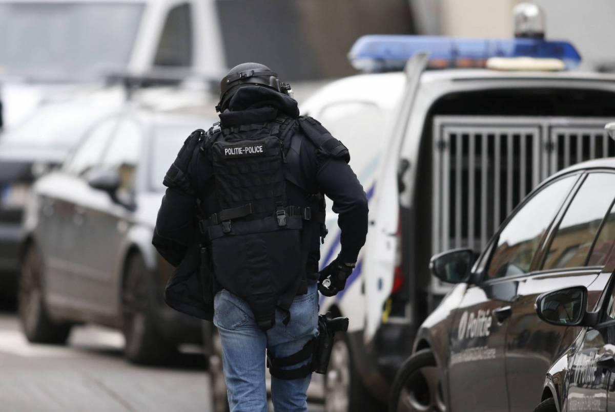"""Valls: """"Non esclusi attacchi batteriologici"""". Nuovi blitz in Belgio"""