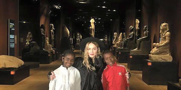 Madonna visita il Museo Egizio