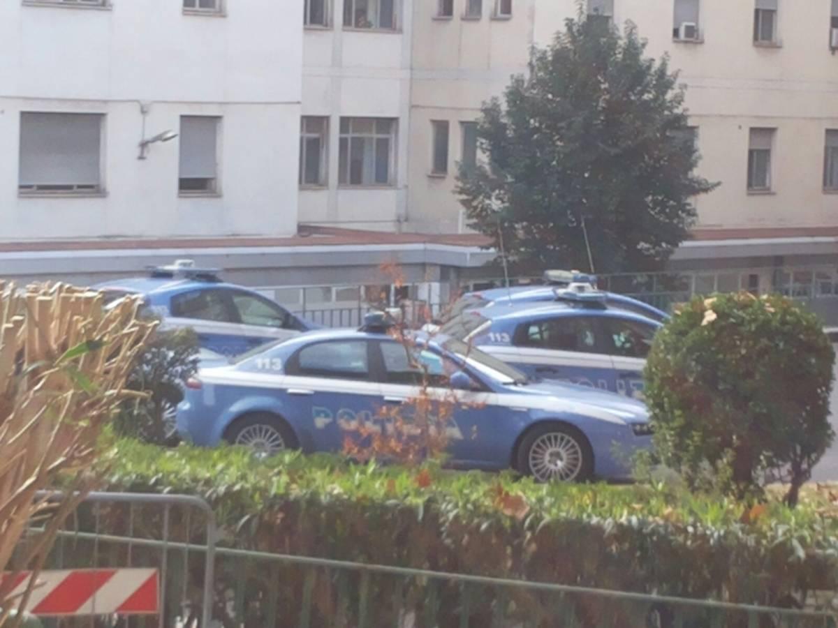 C'è un uomo armato di fucile: panico in un ospedale di Roma