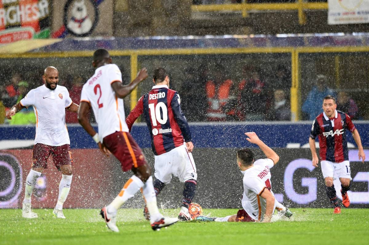 Tra diluvio e rigori Bologna - Roma finisce in pareggio