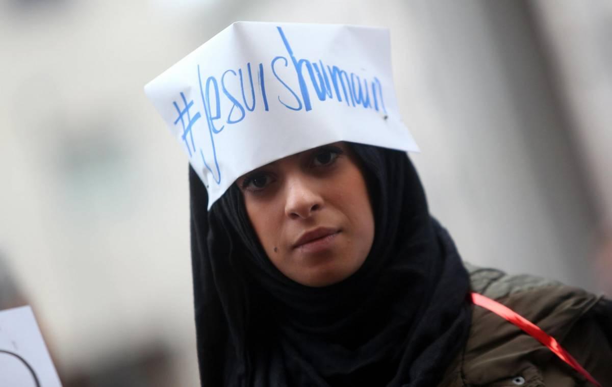 """""""No al terrorismo e sì alle moschee"""". Ma Maroni non cede"""