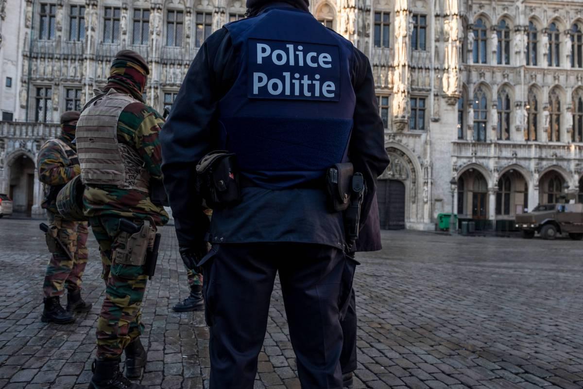 Parigi, una cintura esplosiva ritrovata in un cestino