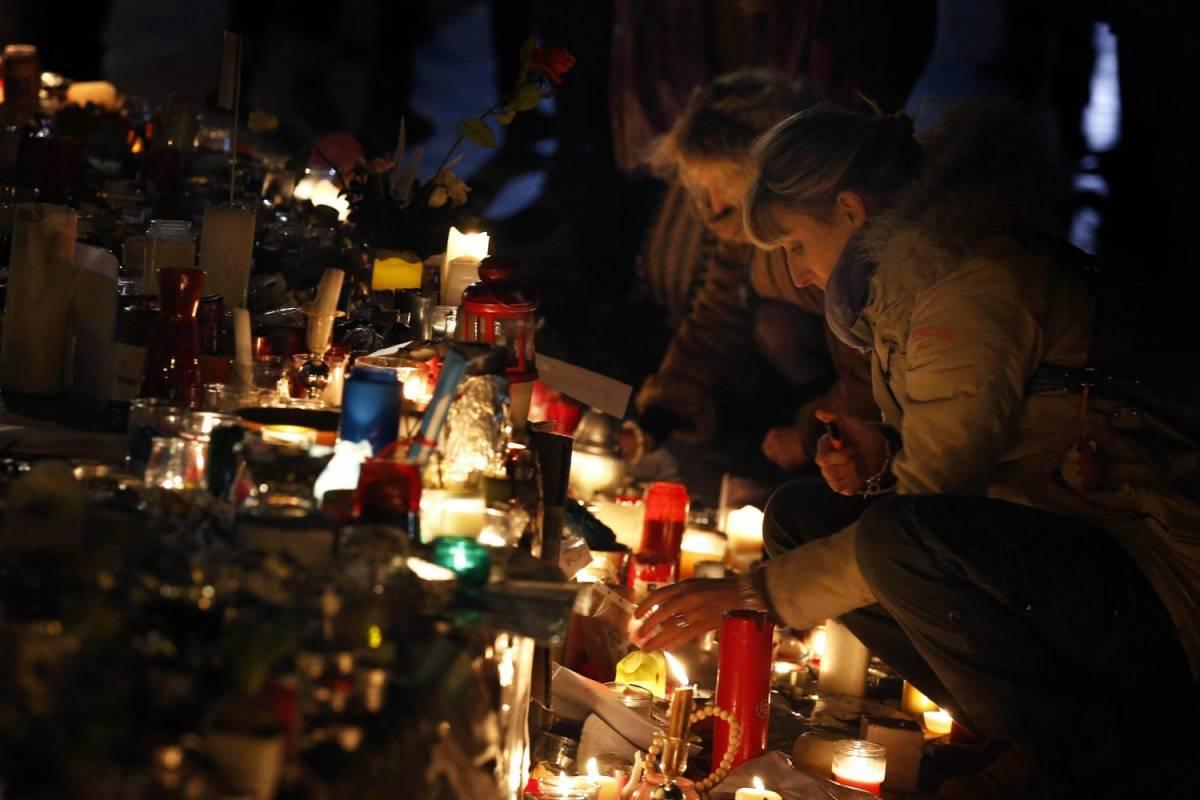 Parigi, le immagini delle stragi sono diventate un business