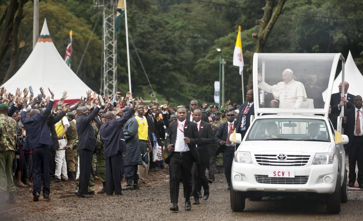 """Papa Francesco in Kenya: """"Non si usi Dio per giustificare la violenza"""""""