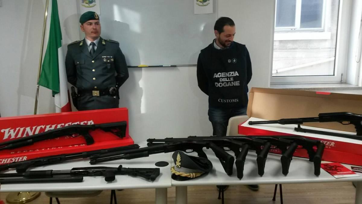 Maxi sequestro di armi al porto di Trieste