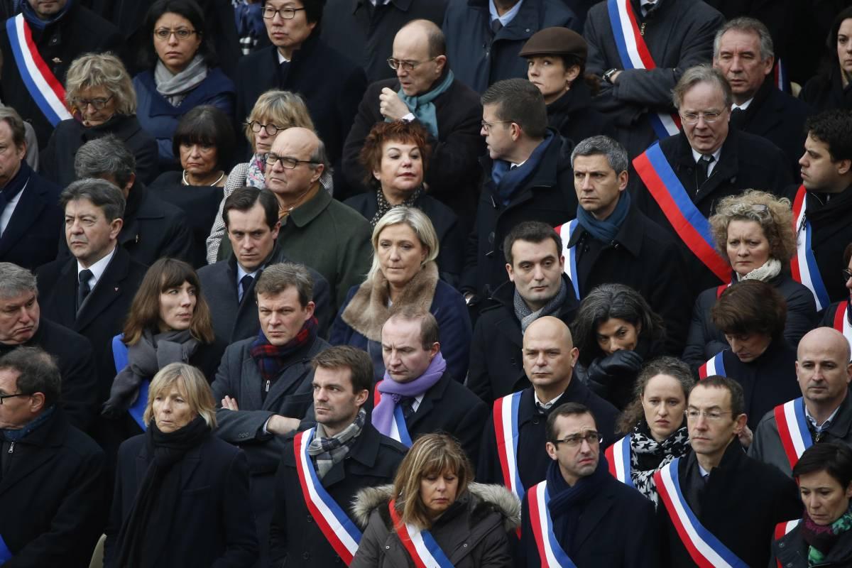 Parigi commemora le 130 vittime della strage