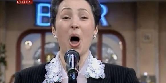 Canta in tv a I Fatti Vostri ma è in malattia. Il giudice la reintegra