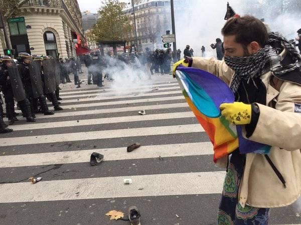 Sfregio ai morti di Parigi