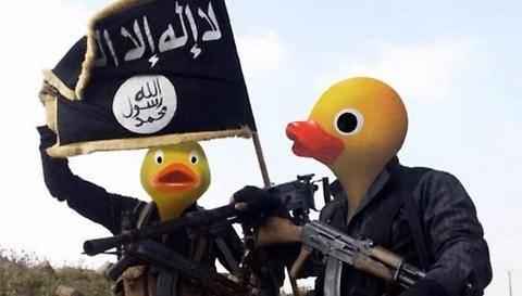 I terroristi trasformati in paperelle nella campagna social