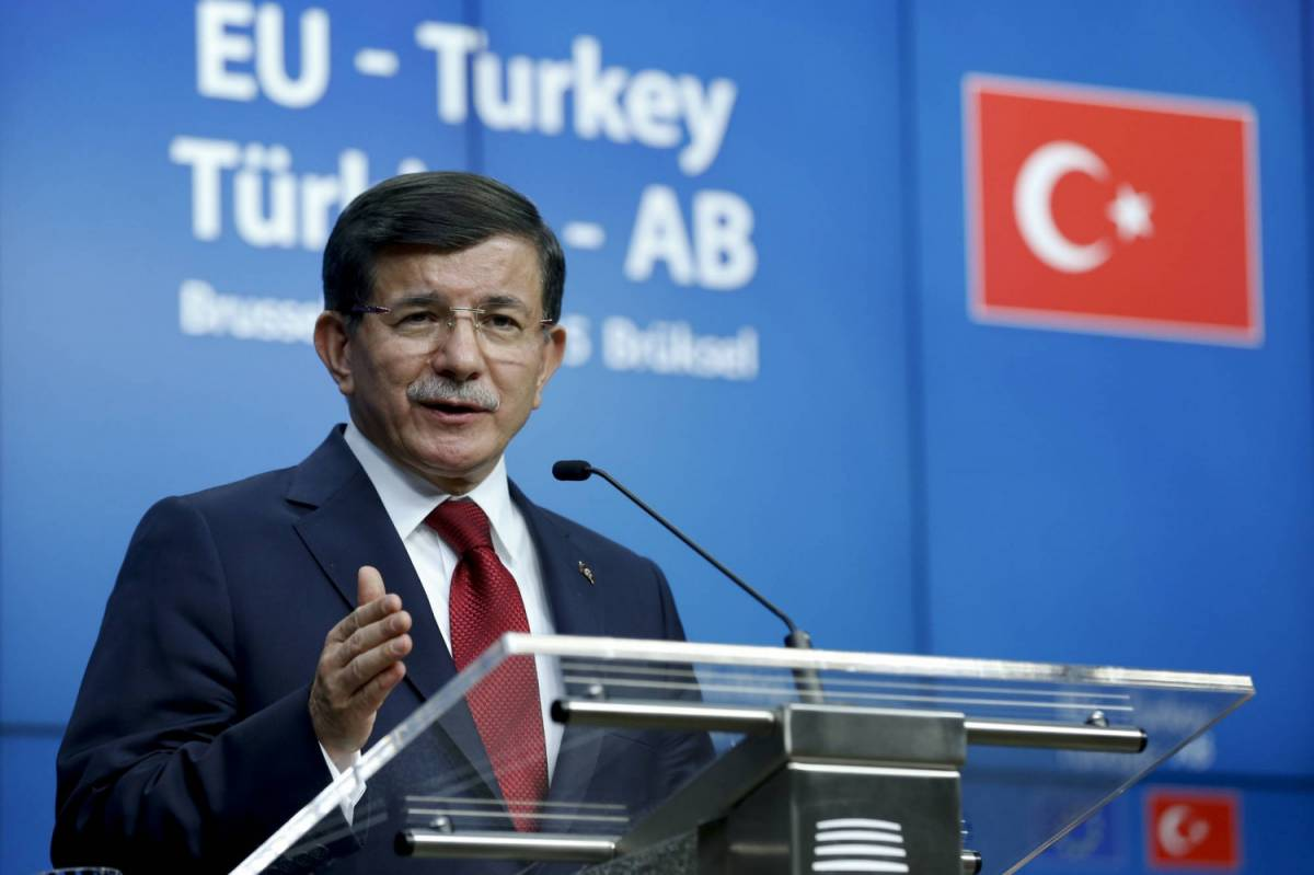 "È ancora gelo tra Russia e Turchia. Davutoğlu: ""Troppe due coalizioni"""