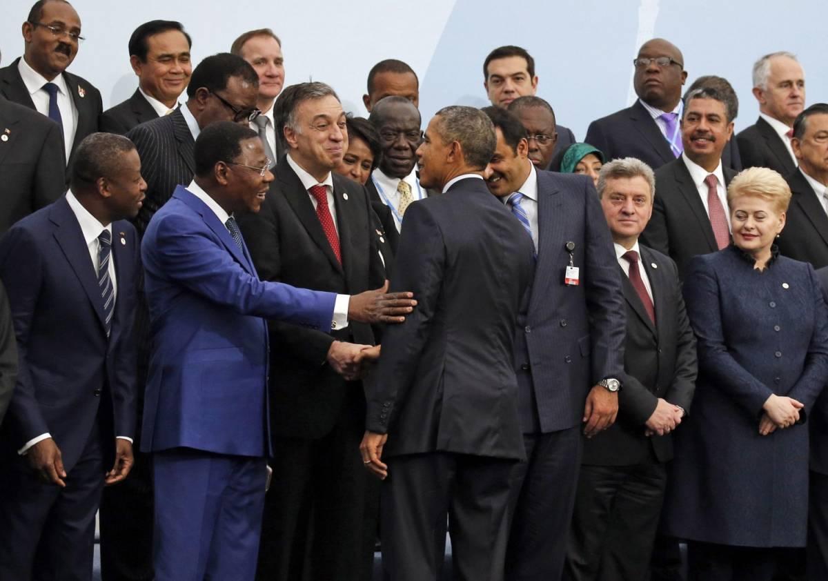 """Obama: """"Cambiamo il futuro"""" Renzi in extremis coi """"grandi"""""""