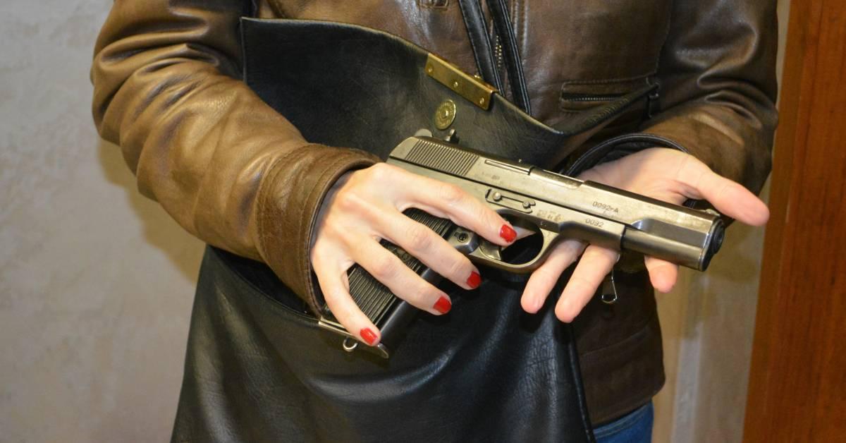 """""""Sorriso, borsetta e pistola: così sono entrata in Vaticano"""""""