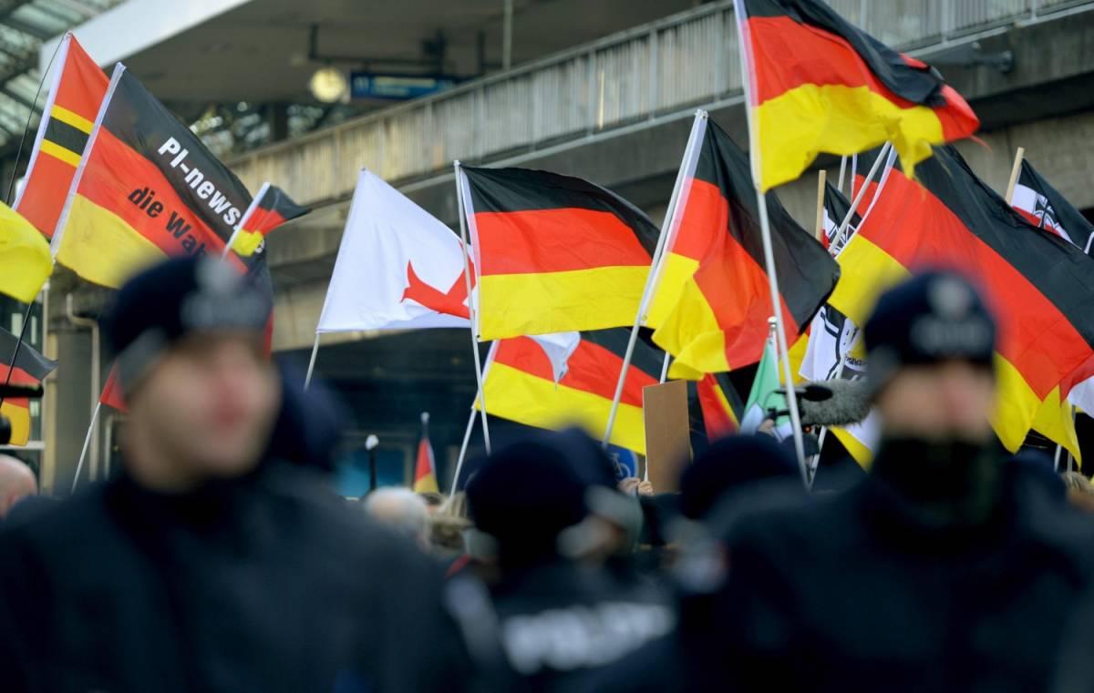 Colonia, estremisti in piazza: fermati solo quelli di destra
