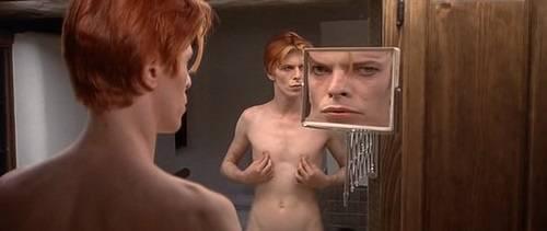 I vizi di David Bowie tra sesso e droga svelati nella biografia dell'ex moglie