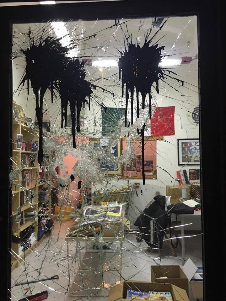 Antifascisti assaltano libreria di Casapound: ragazza picchiata con una spranga