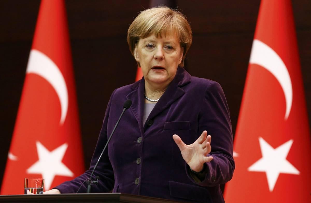"""Ban Ki Moon stende il tappeto rosso alla Merkel: """"È un esempio"""""""
