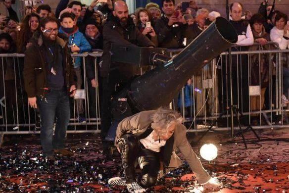 Morgan cade sul red carpet a Sanremo
