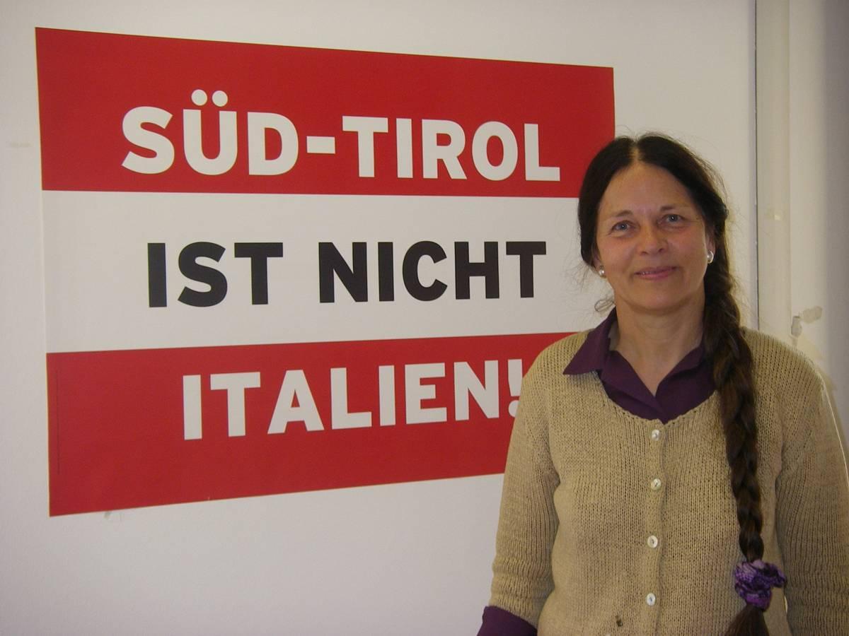 """Eva Klotz ci prende in giro: """"Restituirò il vitalizio all'Italia quando il Sudtirolo sarà libero"""""""