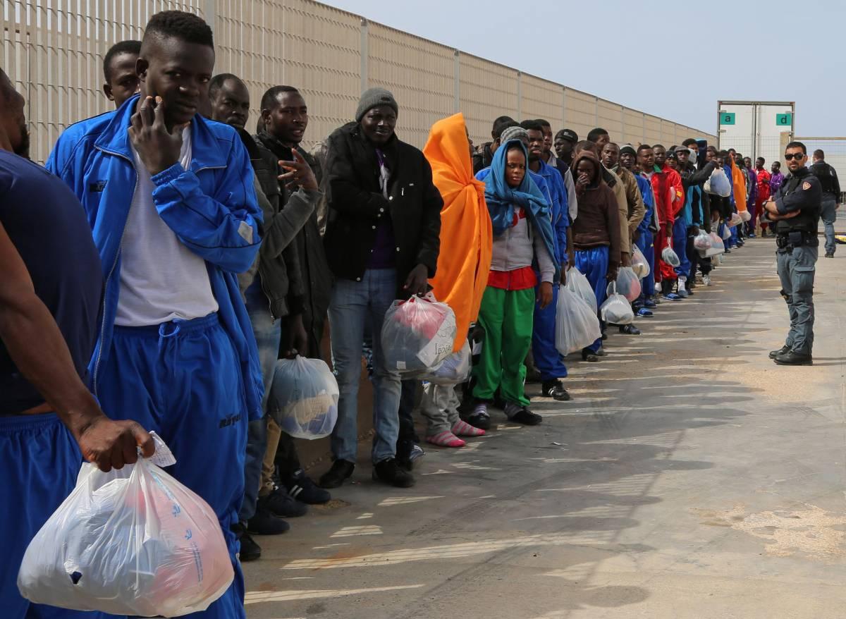 Vogliono dare le nostre case ai profughi