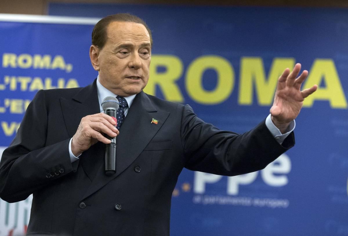 """Silvio Berlusconi: """"Temevo di perdere la vista, adesso ho risolto il problema"""""""