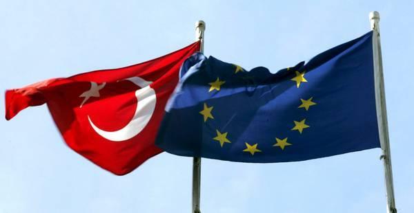 Altri tre miliardi alla Turchia E la Ue si accorda sui migranti