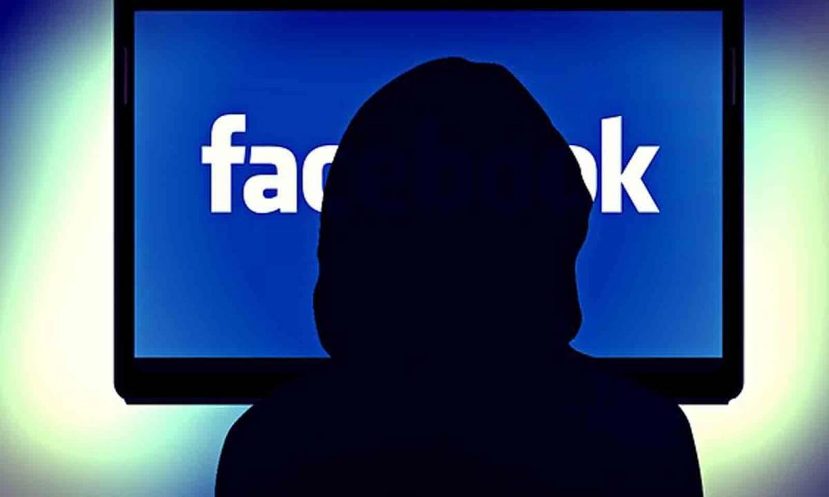 Fisco, ora scattano i controlli: nel mirino i profili Facebook
