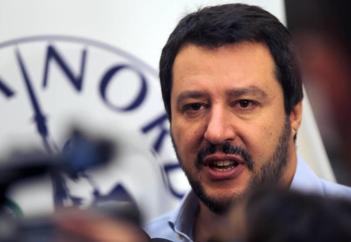 """La proposta di Salvini: """"Leva obbligatoria per imparare a sparare"""""""